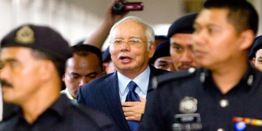 Eski Malezya Başbakanı Rezak, yolsuzluktan suçlu bulundu