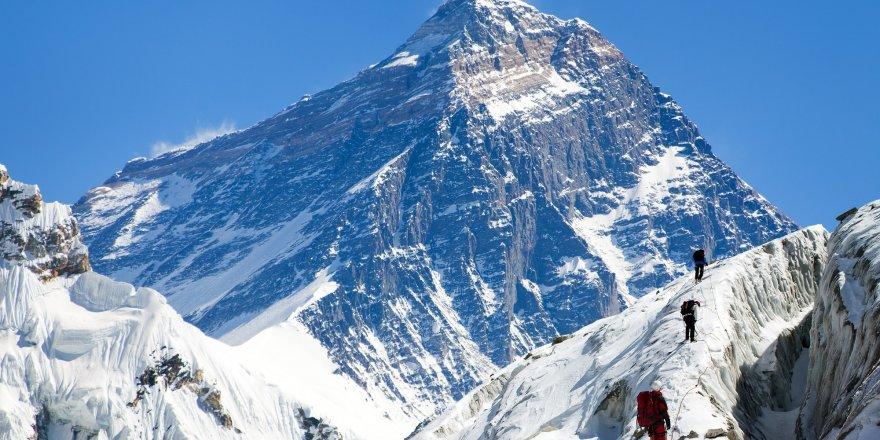 Everest'in boyu '86' santim uzadı