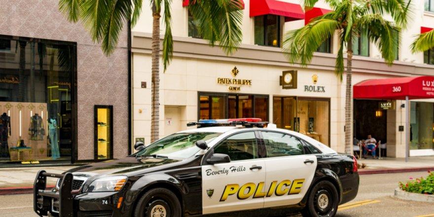 Florida'da bir adam evde bastığı çeklerle Porsche satın aldı
