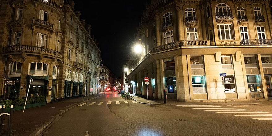 Fransa 8 kentte sokağa çıkma yasağı ilan etti
