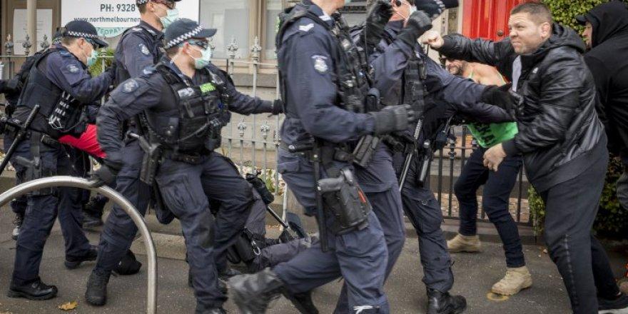 Fransa'da aşı karşıtları yine sokaklarda