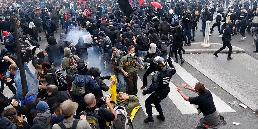 """Fransa'da askerlerden """"ülkede iç savaş çıkacağı"""" uyarısı"""