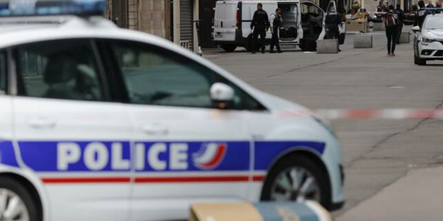 Fransa'da bıçaklı saldırıda 2 kişi öldü