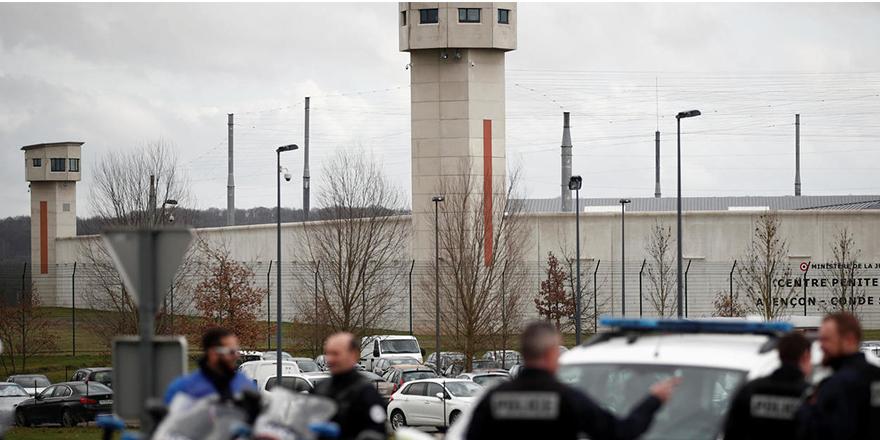 Fransa'da koronavirüs cezaevlerine sıçradı