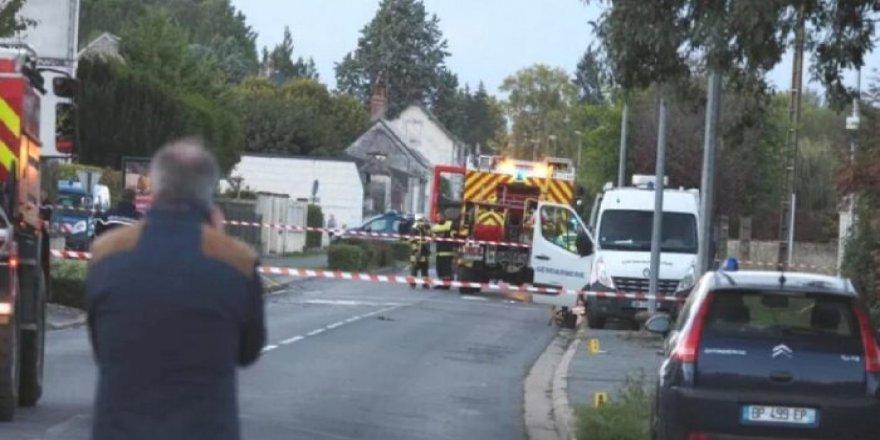 Fransa'da motorlu microlight uçağı ile turist uçağı havada çarpıştı