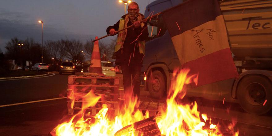 Fransa'da protestocular elektrikleri kesti