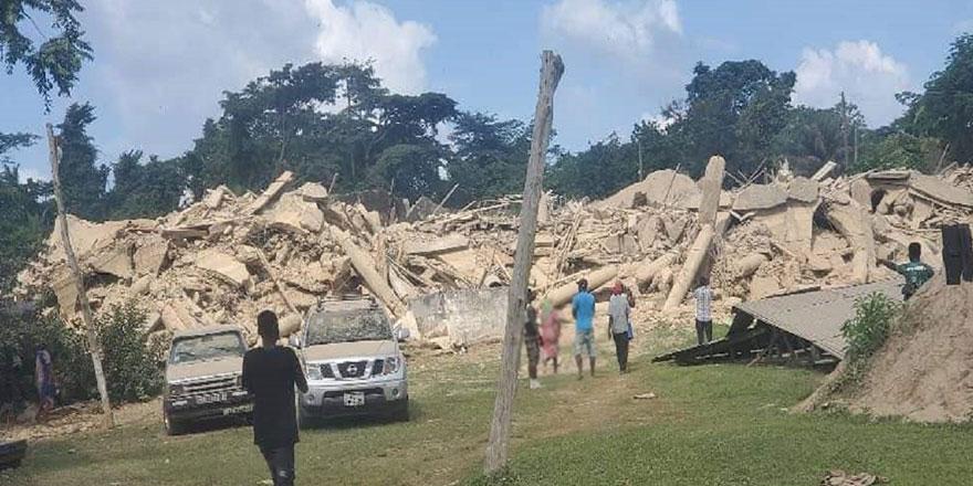 Gana'da ayin sırasında kilise çöktü!