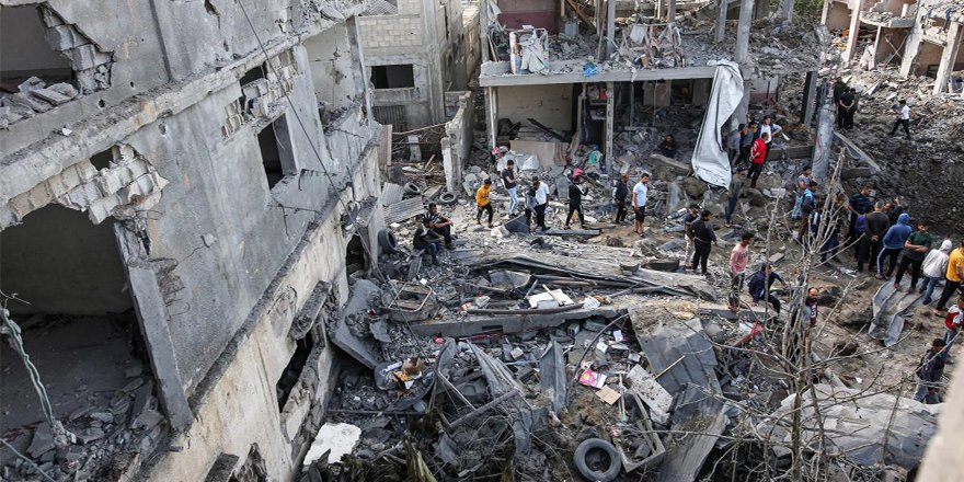 Gazze'nin kuzeyinde Beit Hanoun'daki Filistinli ailelerin evleri, işgalciİsrail bombalarıyla yerle bir oldu
