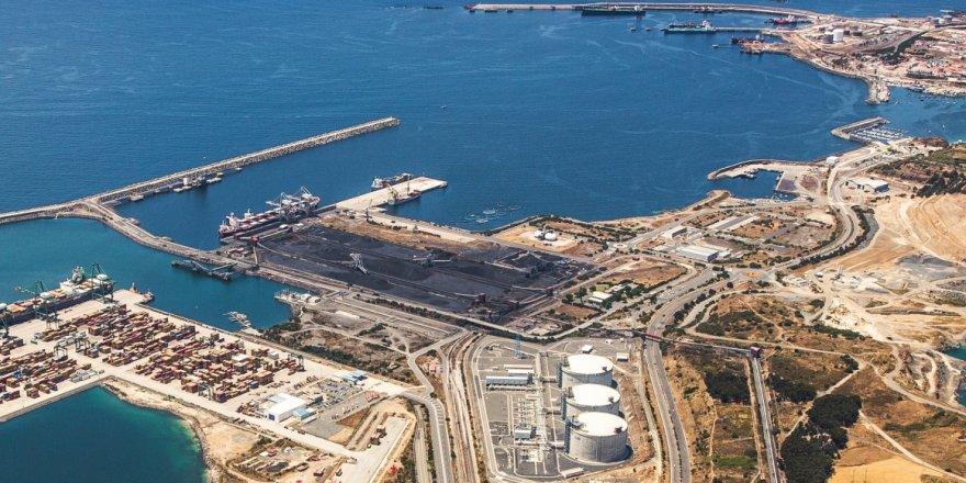 Hafter kontrolündeki Ras Lanuf Limanı'na büyük bir savaş gemisi yanaştı