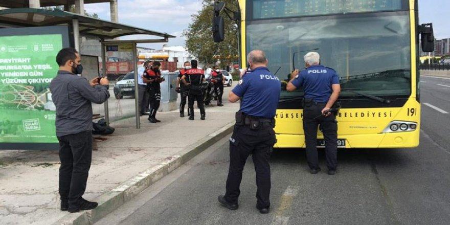 Halk otobüsünde, maske tartışmasıkanlı bitti