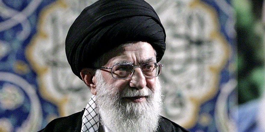 Hamaney 8 yıl sonra Tahran'da cuma namazı kıldırdı