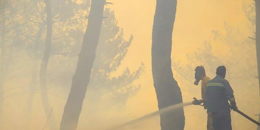 Hatay'da yerleşim yerlerine sıçrayan orman yangınını söndürme çalışmaları devam ediyor