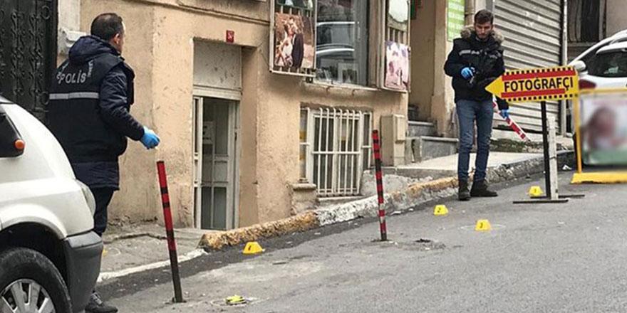 HDP İstanbul İl Başkanlığı'nın önünde silah sesleri!