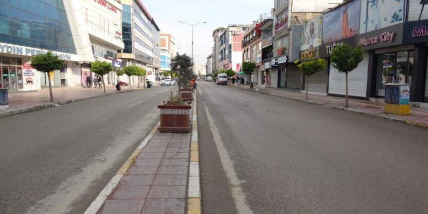 Herkes yasak başladı zannetti, sokaklar boş kaldı
