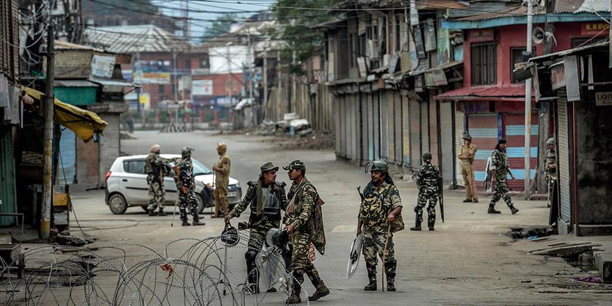 Hindistan-Pakistan arasında karşılıklı top atışları