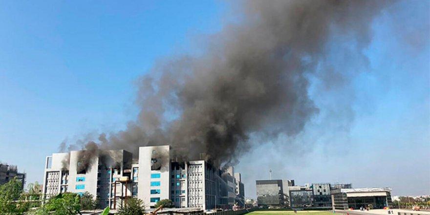 Hindistan'da aşı üretim tesisinde yangın: 5 ölü