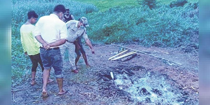 Hindistan'da vahşet: Büyücülükle suçlanan iki kişi linç edilerek yakıldı!