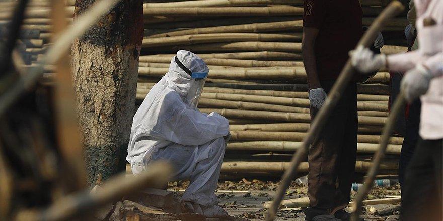 Hindistan'da yeni rekor:Son 24 saatte 4 bin 205 ölüm