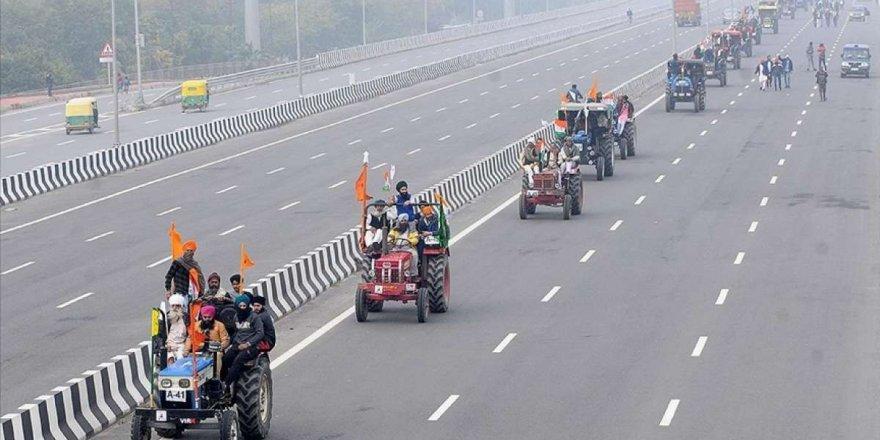 Hindistan'daki çiftçi gösterilerinin meşruiyetini ortadan kaldırmamalı!