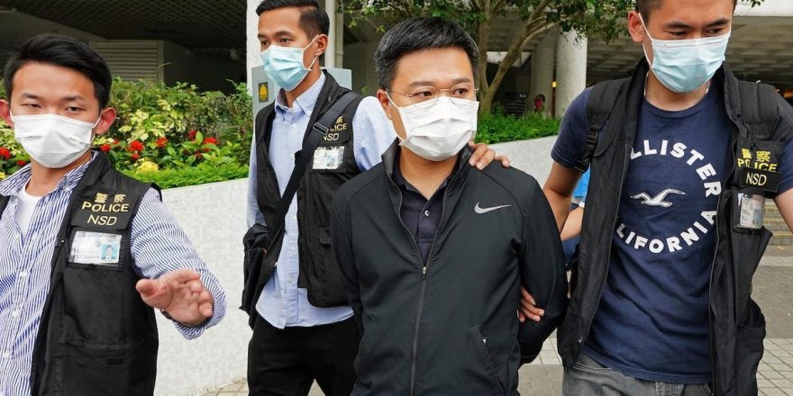Hong Kong'da muhalif gazeteye polis baskını