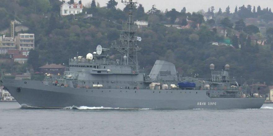 İki Rus savaş gemisi art arda İstanbul Boğazı'ndan geçti