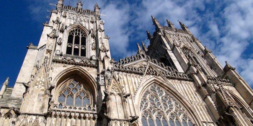 İngiltere Kilisesi'ne istismarcıları himaye suçlaması