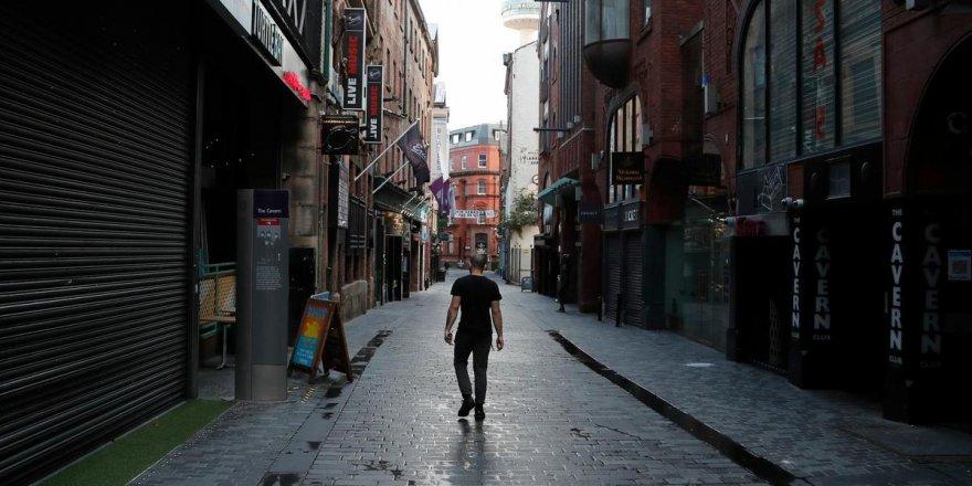 İngiltere'de bir aylık sokağa çıkma kısıtlamaları başladı