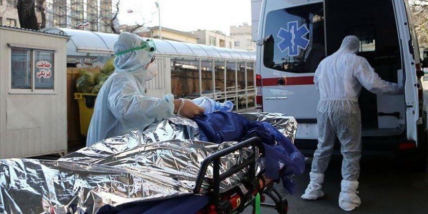 İran'da Covid-19 hastalarının yaklaşık dörtte biri ölüm riski taşıyor