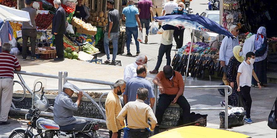 İran'da günlük vaka sayısı 2 binin üzerine çıktı!