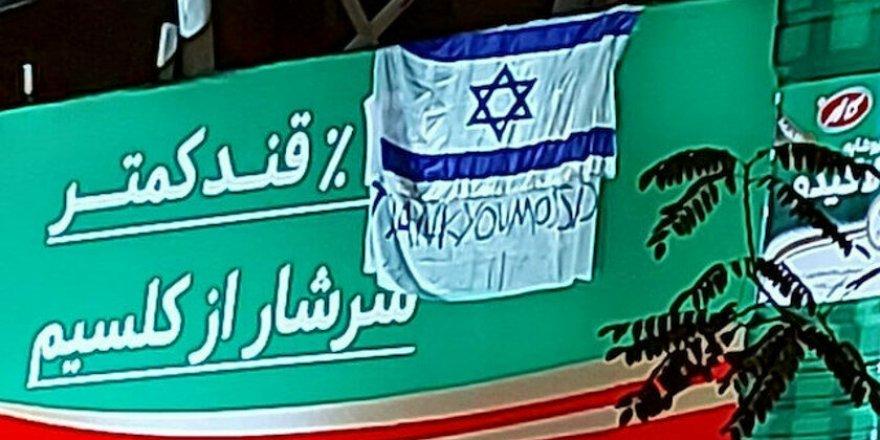 İran'da İsrail bayrağıyla ''Teşekkürler Mossad'' yazılı pankart olay oldu