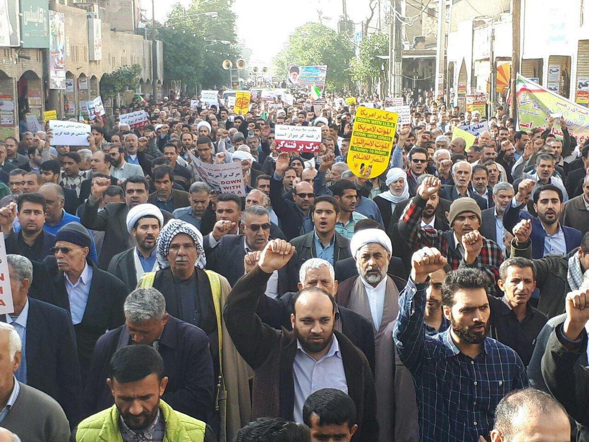 İran'da onbinlerce rejim yanlısı sokağa çıktı!
