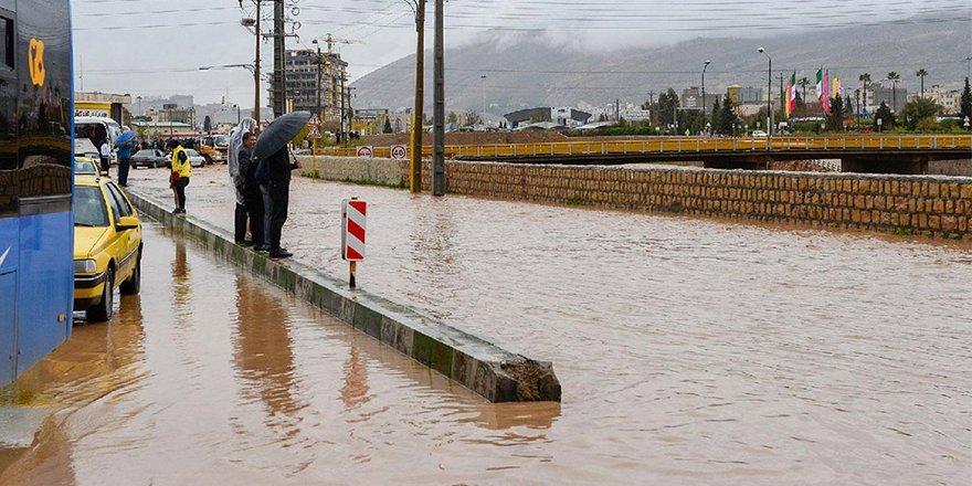 İran'ın çeşitli bölgelerinde sel sonucu 10 kişi yaşamını yitirdi