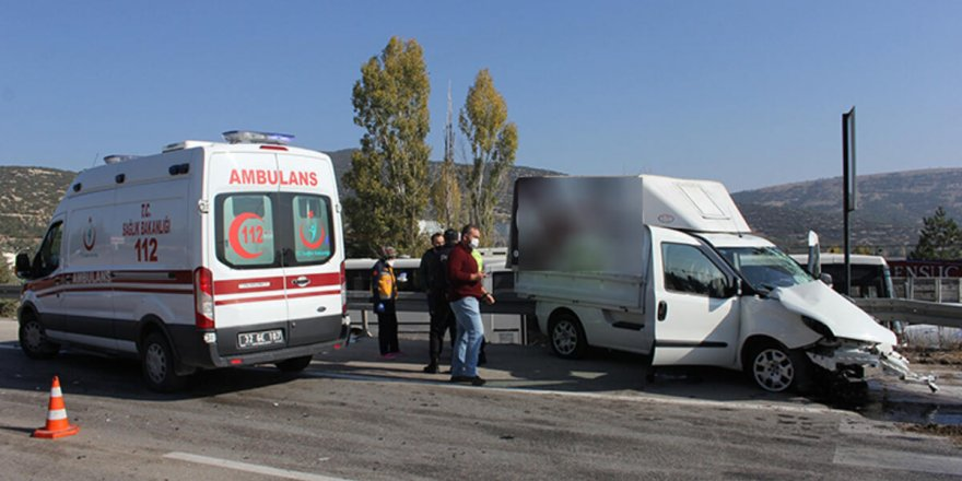 Isparta'dakamyon ile ticari araç çarpıştı: 1 yaralı