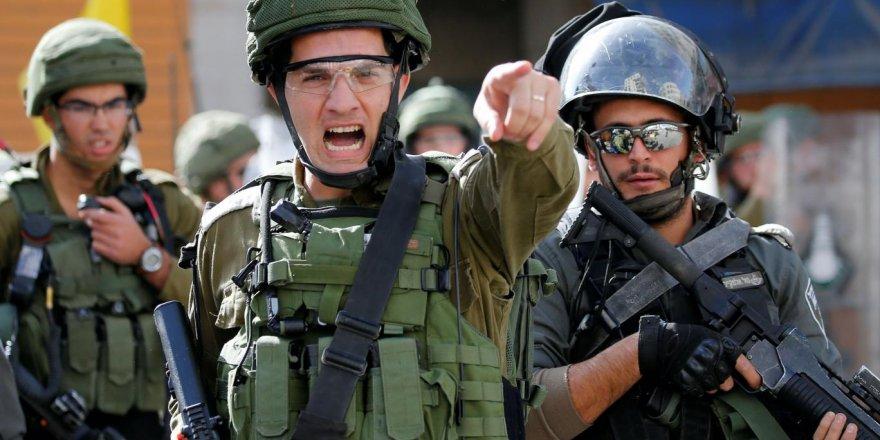İsrail Batı Şeria'da iki eski Filistin milletvekilini gözaltına aldı