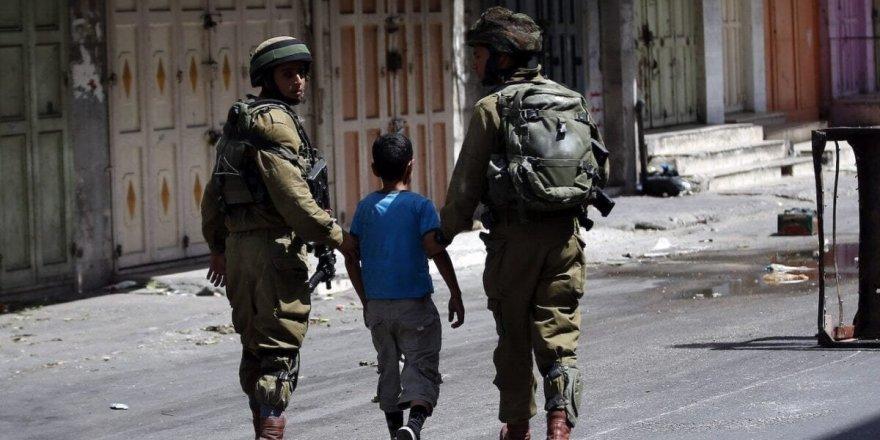 İsrail güçleri, El Halil'de Filistinli bir haneye saldırdı: 2 gözaltı