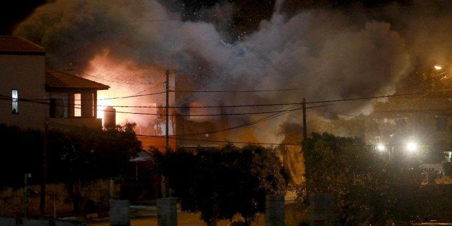 İsrail ordusu, Filistinli tutuklunun evini patlattı