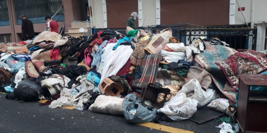İstanbul Esenler'de bir evden 3 kamyon çöp çıktı!