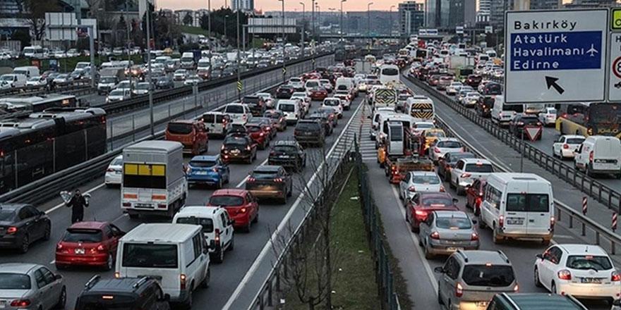 İstanbul trafiğine dikkat, akşam saatlerinde tamamen durması bekleniyor
