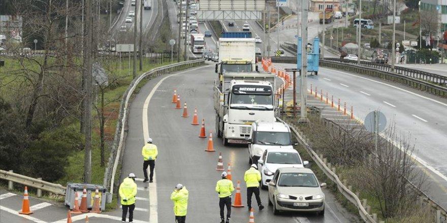 İstanbul'a giriş çıkışlar durduruldu, yoldaki araçlar geri çevriliyor