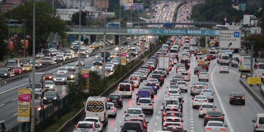İstanbul'da yağmur! Trafik yoğunluğu %75'e ulaştı
