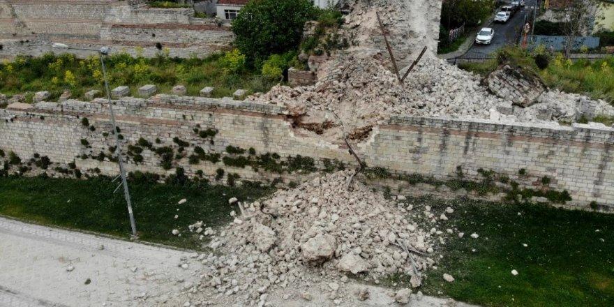 İstanbul'un tarihi surlarında çökme meydana geldi