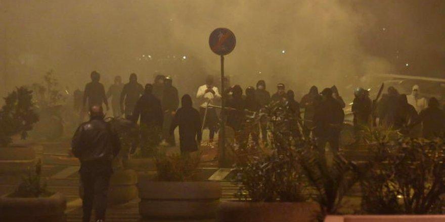 İtalya'da sokağa çıkma yasağı sonrası çatışmalar yaşanıyor