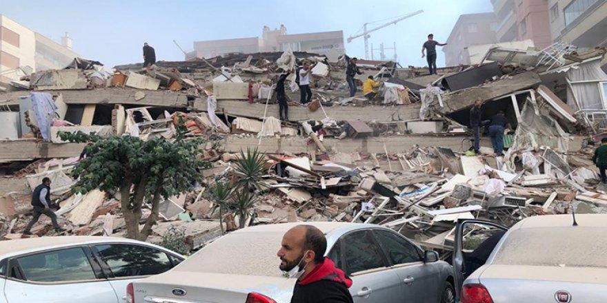 İzmir 6.6 şiddetinde depremle sallandı, yıkılan binalar var!
