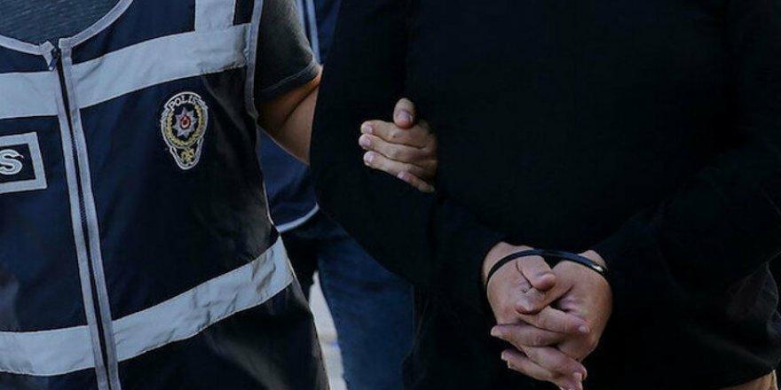 İzmir'de Vasat Kitabevi'ne operasyon: Ebu Haris gözaltına alındı