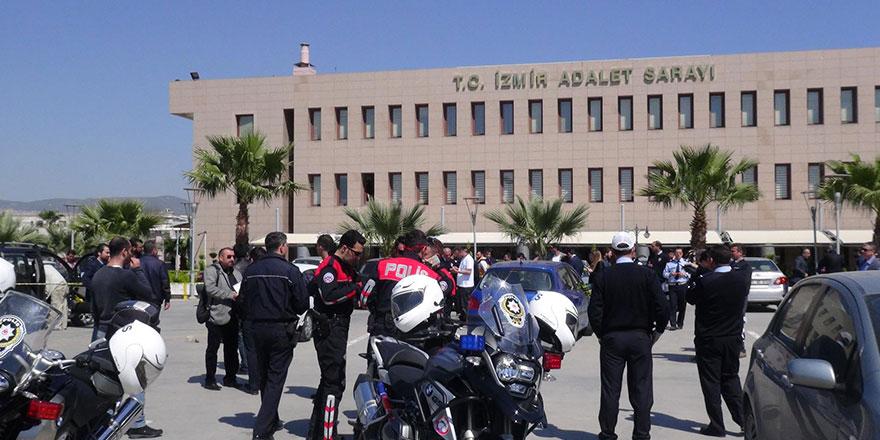 İzmir'deki FETÖ davasında 61 sanığa hapis cezası verildi