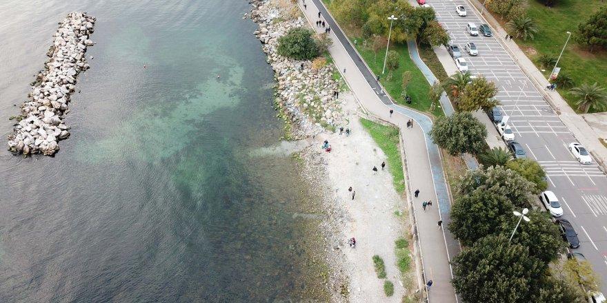 Kadıköy'de deniz sularının çekilmesi tedirginliğe sebep oldu