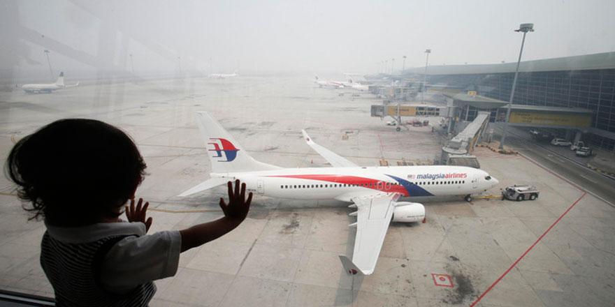 Kayıp Malezya uçağı kurşun izleri ile görüntülendi