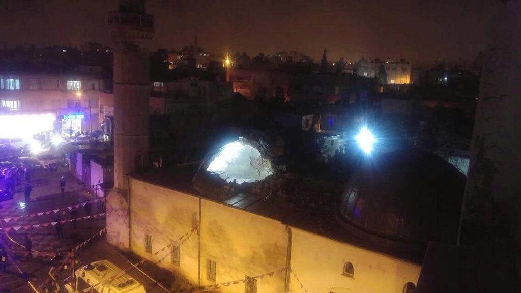 Kilis'te akşam namazında camiye havanlı saldırı!