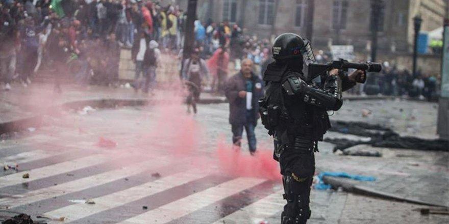 Kolombiya'da reform gösterilerinde polis şiddeti can aldı