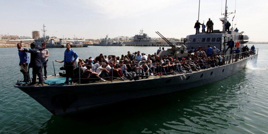 Libya açıklarında yakalanan 650 göçmen geri gönderildi